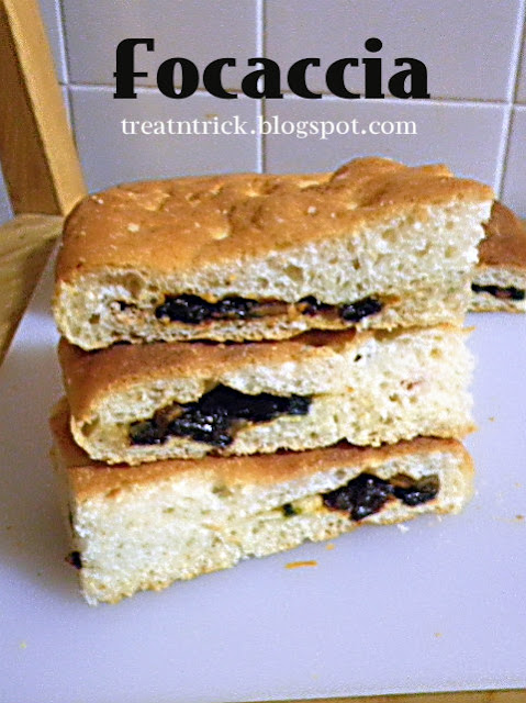 Focaccia Recipe @ treatntrick.blogspot.com