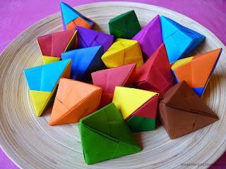 http://kreativerpott.blogspot.de/2014/07/origami-gluckskekse.html