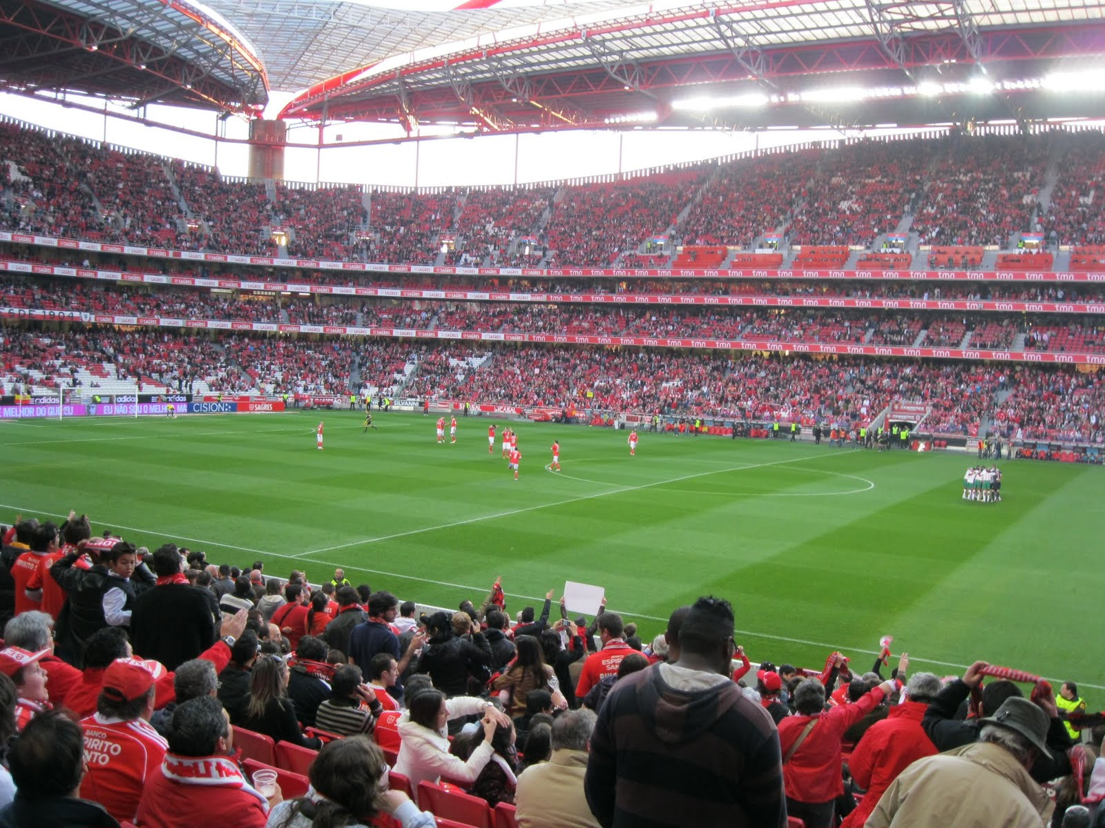 Cais do olhar olhares for Piso 0 inferior estadio da luz