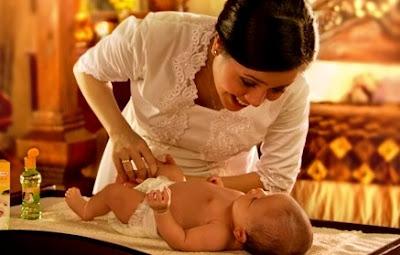 Tips cara Merawat Bayi dengan Minyak Telon Kayu Putih