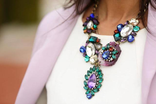 modne naszyjniki, bogate naszyjniki, biżuteria i kolczyki, naszyjniki, naszyjniki z kamieniami