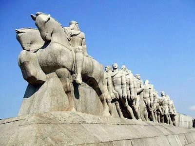 Escultura Monumento às Bandeiras