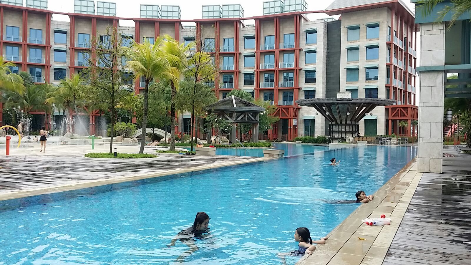 the unforgettable travel accounts: staycation at resorts world
