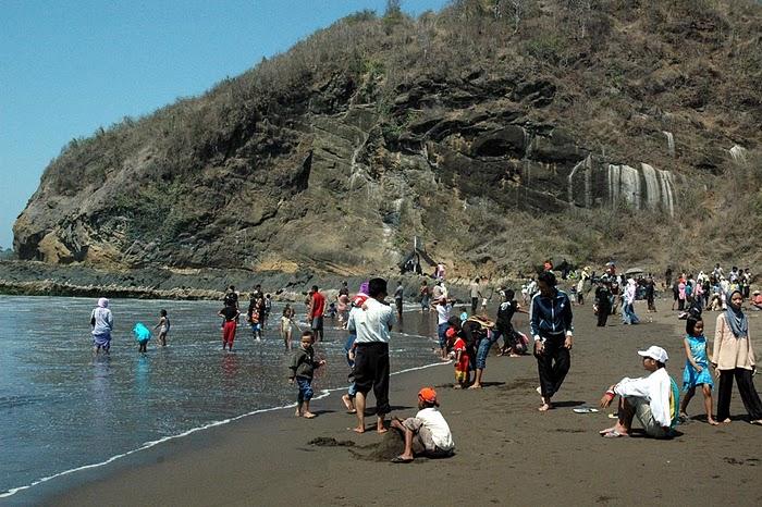 Jember Pages Pantai Watu Ulo Jember