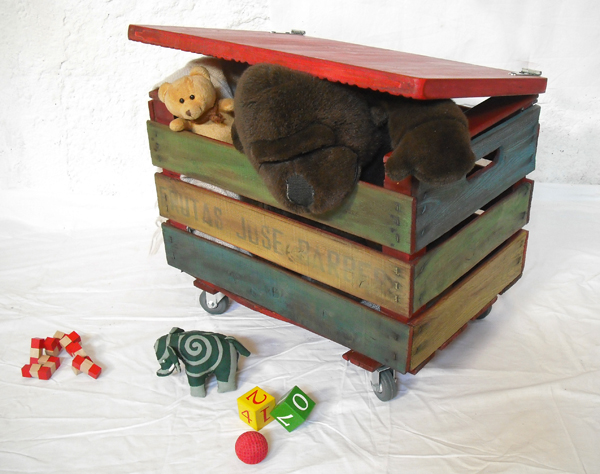 1unik In Action A Colourful Toy Box Out Of An Old Fruit Crate