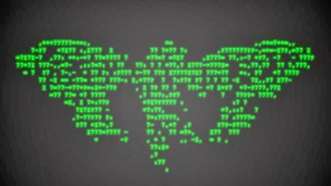Un especialista sueco en criptoseguridad consiguió descifrar todas las pistas de un puzzle anónimo Un hacker llega al final del complicado acertijo Cicada 3301 Hace dos años apareció un mensaje encriptado en internet que apuntaba estar buscando a los individuos «más inteligentes». Se le llamó el puzzle Cicada (cigarra) 3301. La misión era descifrar el mensaje secreto escondido es un imagen. Un hombre llegó hasta el final, pero no fue tarea sencilla.  Joel Eriksson es uno de esos seres «inteligentes» que dio con el mensaje secreto escondido bajo muchos códigos. «Por desgracia yo no vi la imagen hasta después de algún tiempo de que fuera publicada originalmente, y por lo tanto tenía que ponerme al día», confesó Eriksson a FastCoLabs, una división de Fast Company.  Eriksson, investigador sueco de criptoseguridad de 34 años, pensó, al principio que sería «bonito» hacer este puzzle. «Siempre he estado interesado en todo lo que me pueda desafiar, y nunca me doy por vencido. En el caso de la Cigarra, el puzzle resultó ser mucho más de lo que pensé que sería cuando empecé», apunta.  Sí, no fue fácil. Eriksson tuvo que abordar el enigma con conocimientos de esteganografía (una rama especial de la criptografía), comprensión de numerología Maya, y algo parecido a temas de ficción de «ciberpunk». La investigación no se realizó sólo en el plano digital, ya que tuvo que seguir pistas físicas que eran colocadas en volantes en 14 ciudades. AL final sí tuvo que volver a la web, pero a lo más profundo de ella, apuntan en FastCoLabs  Lo primero que tuvo que hacer Eriksson fue aplicar un software de esteganografía sobre la imagen original de la Cigarra y así extraer un mensaje codificado, en el que cada cifra o letra se correspondía en realidad con una letra totalmente distinta.  Descifro dicho mensaje, que en realidad era un URL. Colocó esta RUL en su buscador de internet y consiguió otra imagen, pero esta vez de un pato. Utilizó las mismas herramientas y consiguió un código de libro,