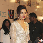 Deepika Padukone Super Sexy Cleavage Show At The Zee Cine Awards 2013