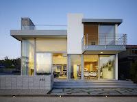 fachada de casa moderna de vidrio