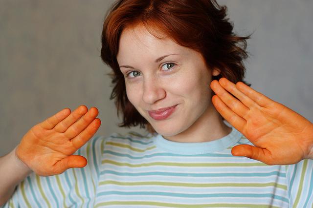 Чем оттереть с рук краску для волос