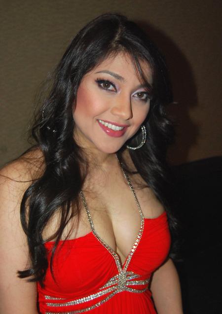 Sarah azhari seksi