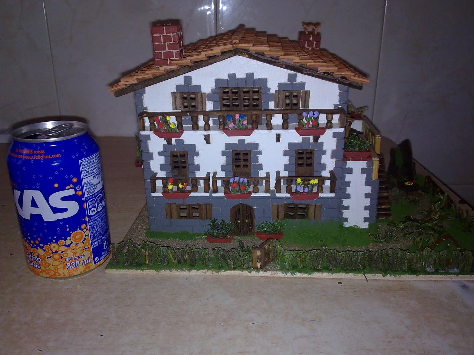 ... Arquitecto, eso sí de casas en miniaturas, Many ponte a temblar