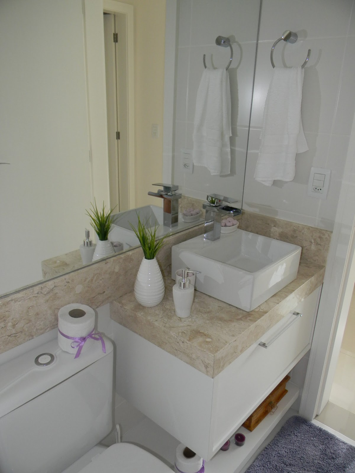 Ambientes decorados Decoração de apê pequeno #5C4831 1200x1600 Banheiro Amarelo Decorado