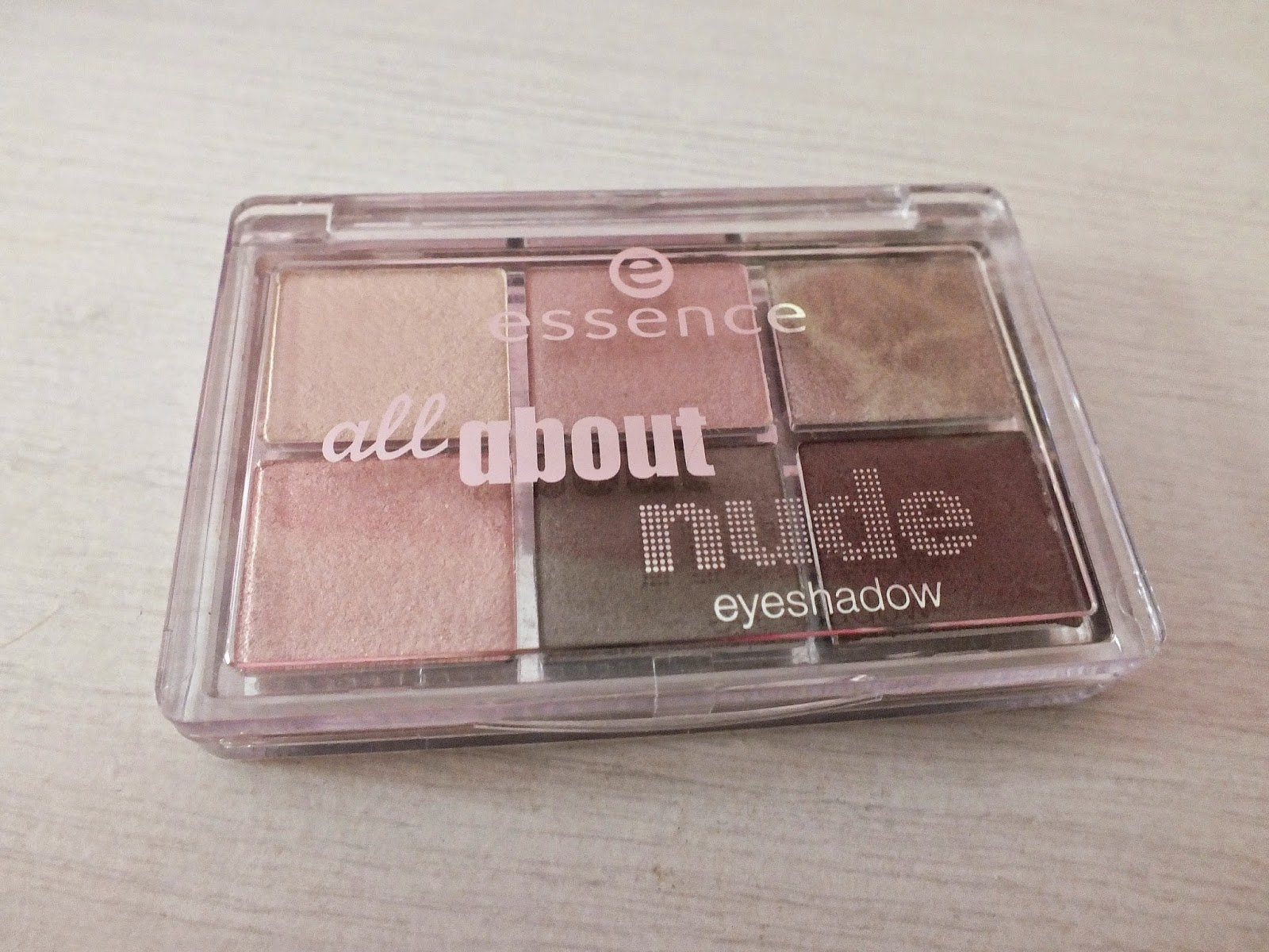 Chloe's Way: ESSENCE ALL ABOUT NUDE EYESHADOW PALETTE REVIEW