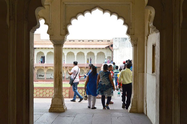 agra fort inside 5
