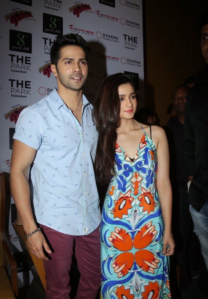 http://4.bp.blogspot.com/-e_eBk6QA-BY/U6_f93uE9nI/AAAAAAAApjU/33jyl26Mvpc/s1600/Alia+Bhatt+at+Humpty+Sharma+Ki+Dulhania+Movie+Press+Meet+Images+(1).jpg