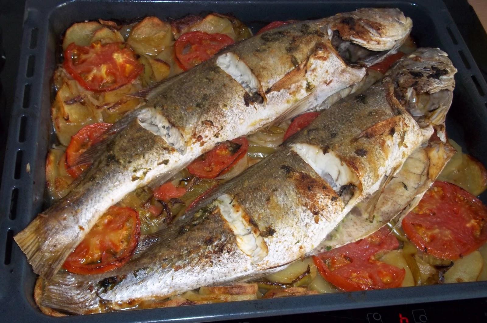 Corvina al horno cocinar con ciencia for Como cocinar pescado