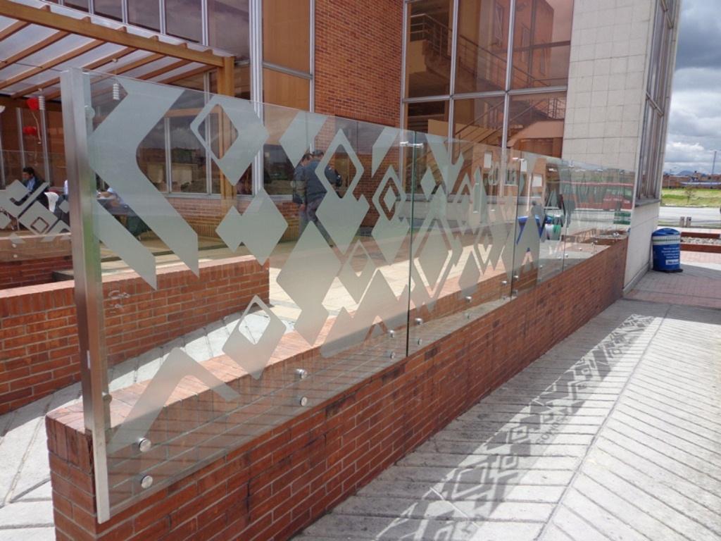 Axioma arquitectura s a s barandas y cortavientos - Cortavientos terraza ...