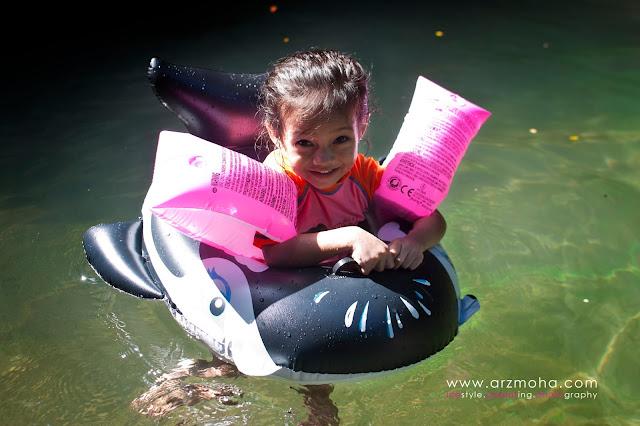 gambar kanak-kanak main air, cik puteri model cilik, kids potraiture, kids photshoot at penang,