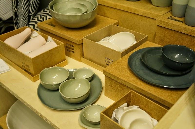 porcelana trabalha em molde de gesso do Studio Heloisa Galvão - Feira Rosenbaum Especial Mães