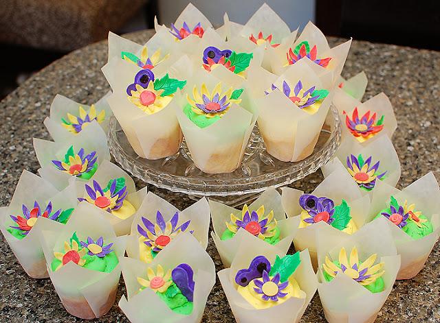 SugarSong Custom Cakes: April 2011