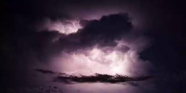 Μυστηριώδεις λάμψεις στον ουρανό του Μεξικού μετά τον ισχυρό σεισμό