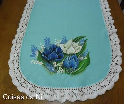 """""""caminho de mesa com pintura de tulipas ladoA"""""""