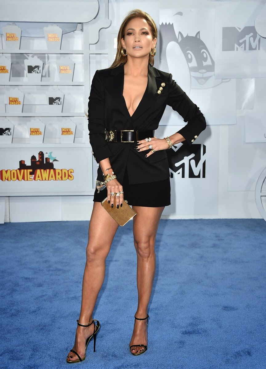 Jennifer López de Versace en MTV Movie Awards 2015