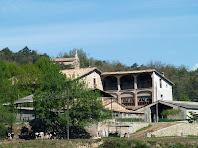 El Puig i al seu darrere la capella de Sant Roc des de Sant Andreu de Gurb