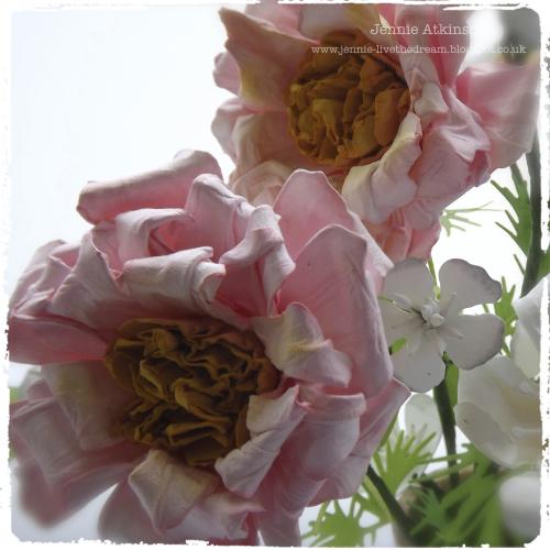 http://jennie-livethedream.blogspot.com/2015/08/blousy-summer-blooms.html