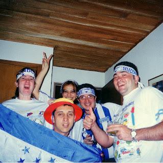 Fanáticos apoyando la selección hondureña