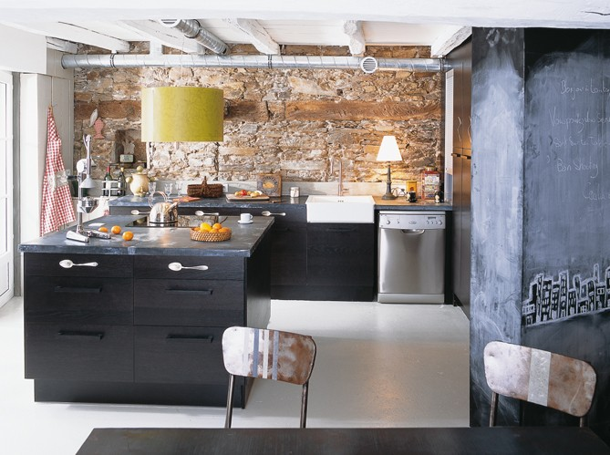 Boiserie c m lange di recupero per una cucina for Cocinas con piedras decorativas