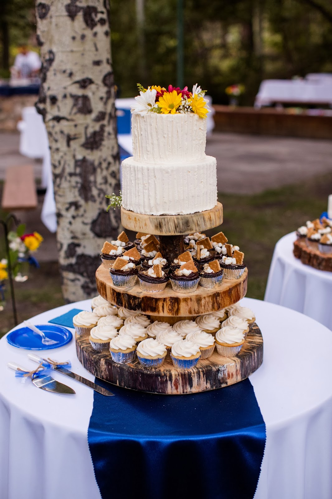 rustic wedding cupcake stand // Huong Forrest Photography // Take the Cake Event Planning