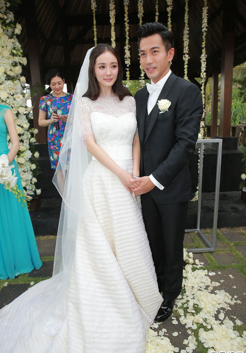 Chinese Actress Gao Yuanyuan Dressed In A Chloe Wedding Gown Ties The Knot With Taiwanese Actor Mark Chao Or Zhao Youting Taipei On Nov 28 2014
