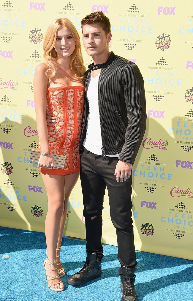 Bella Thorne boyfriend gregg sulkin teen choice red carpet 2015