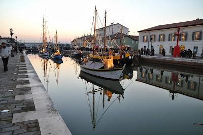 Visita serale al presepe galleggiante di Cesenatico: un mix di luci e magia