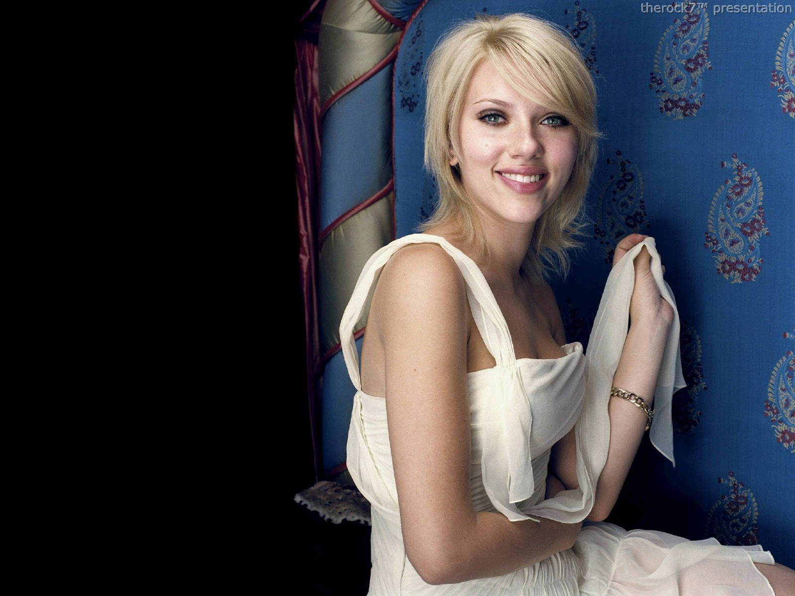http://4.bp.blogspot.com/-ecW6nNcefos/UIEaBHbQrPI/AAAAAAAAJJA/y-dhj3x04ck/s1600/Scarlett+Johansson+(9).jpg