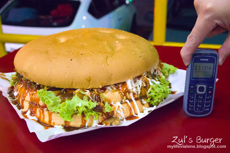 Zul's Burger, the biggest burger in Penang