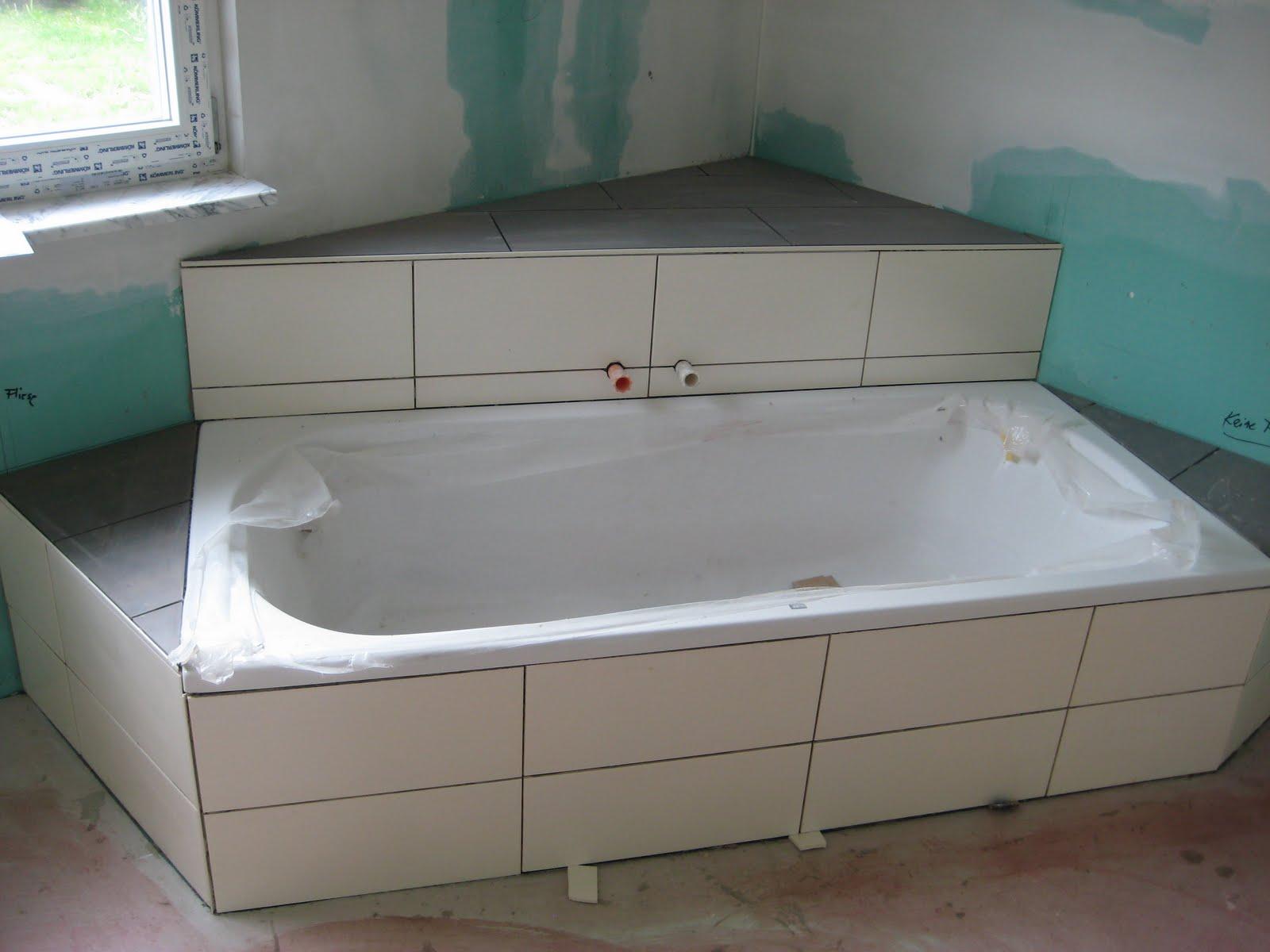 unser hausbau die fliesen sind verlegt. Black Bedroom Furniture Sets. Home Design Ideas