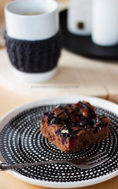 Schoko Kirschkuchen mit Heidelbeeren Rezept, Teller Marimekko