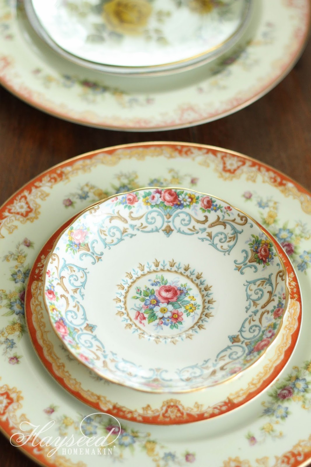 I love the look of mismatched china. You can create a beautiful place setting effortlessly by stacking plates \u0026 saucers of different patterns. & Hayseed Homemakin\u0027: Mismatched China : Plates \u0026 Saucers