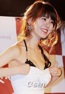 Lee Pa Ni Sexy Korean Playboy Model in Black Bra