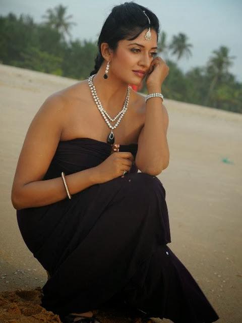 Actress Vimala Raman Cute Images
