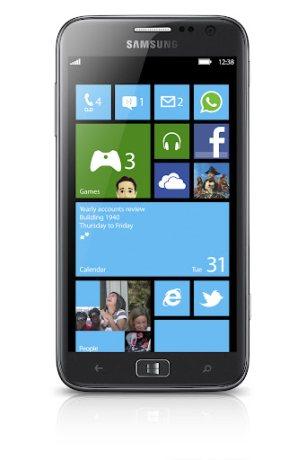 Display da 4,8 pollici per il nuovo smartphone windows phone di Samsung