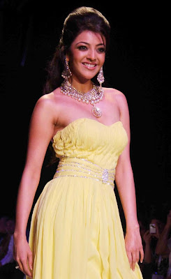 Post Pic Kajal Agarwal walks on Ramp at India International Jewellery Week 2011 for CVM Exports Show
