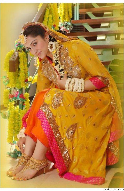Mehndi Henna Clothes : Mehndi henna bridal dresses shetips