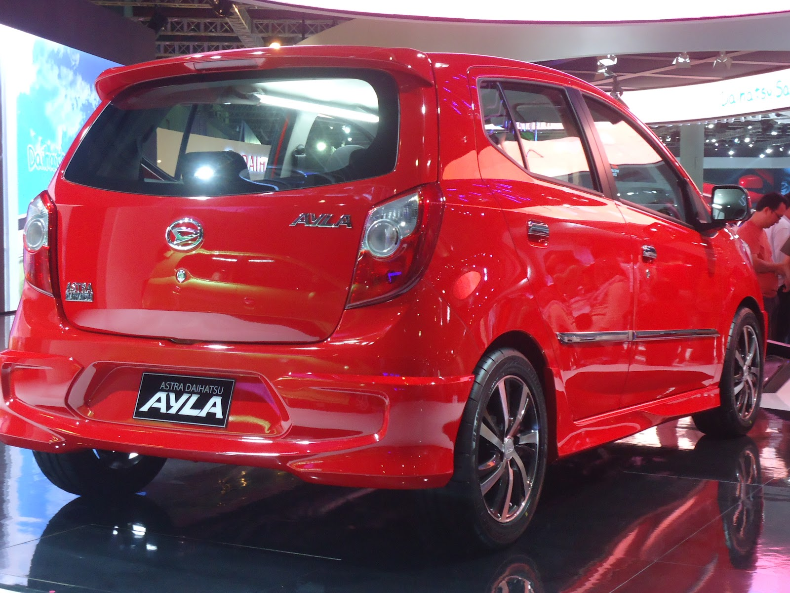 Modifikasi Toyota Agya Merah