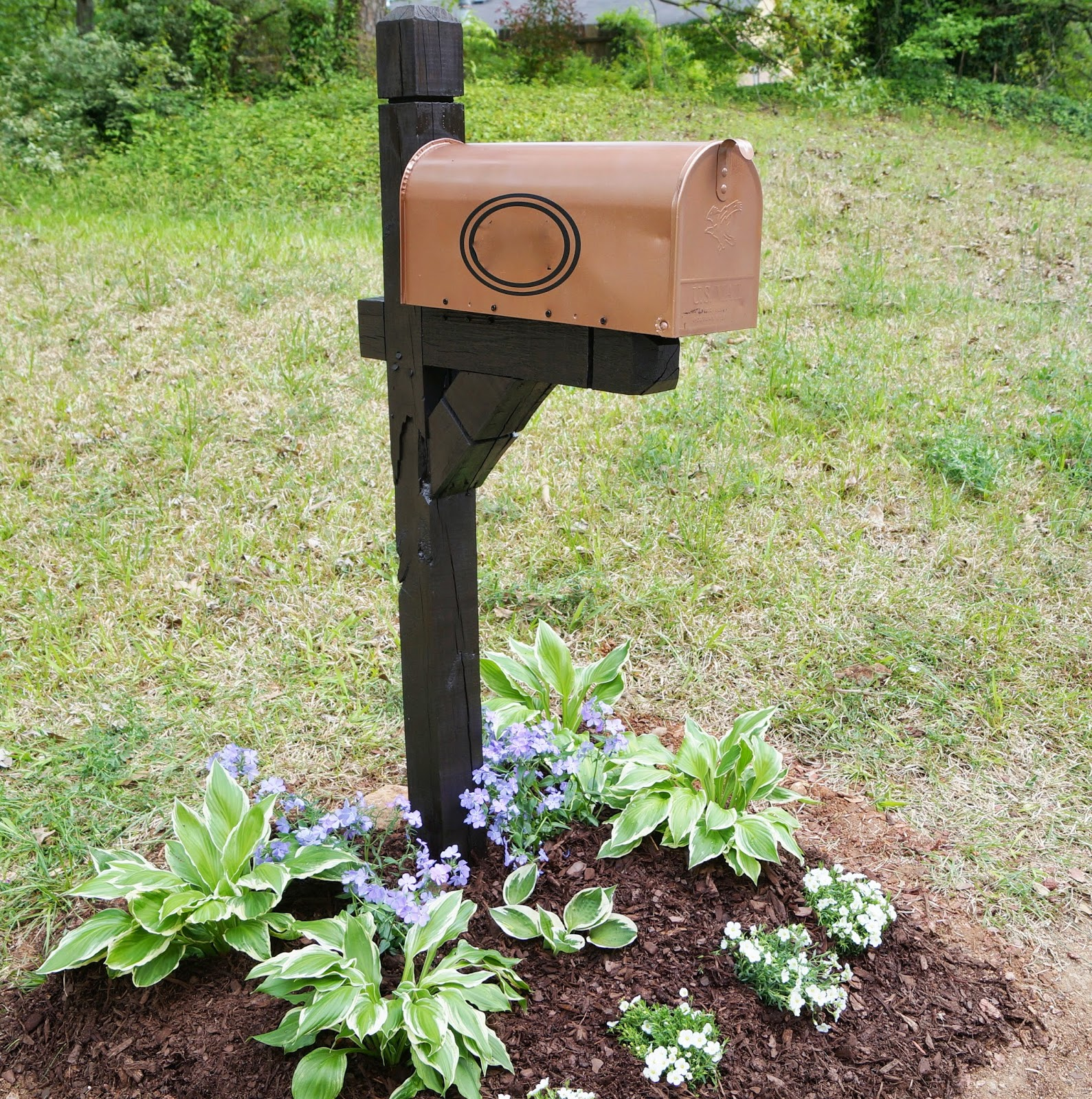Don 39 t disturb this groove mailbox makeover for Mailbox ideas