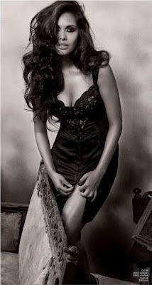 Esha Gupta hot Images