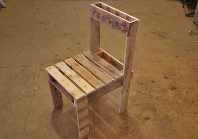 Initiales gg diy un salon de jardin en bois de - Plan fauteuil en palette de bois ...