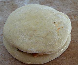 http://cupcakeluvs.blogspot.dk/2015/11/kartoffel-semidried-tomat-pratha-potato.html
